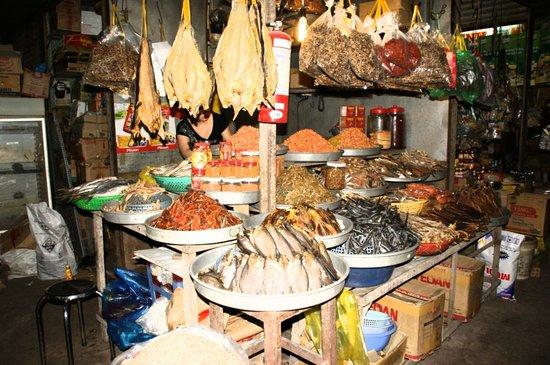Cantho Market: En su puesto de pescado seco