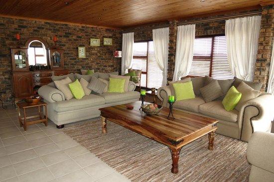 White Shark Guest House: Gemütliche Lounge