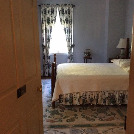 Augustus T. Zevely Inn: Another Room - 2nd floor - Across from Dr. Zevely's