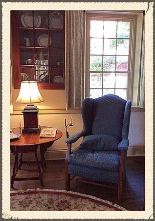 Augustus T. Zevely Inn: Living room