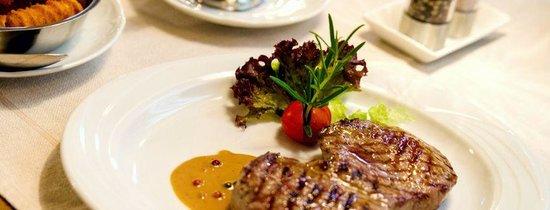 Restaurant Ratsschanke: Saftiges Rumpsteak mit bunter Pfeffersoße
