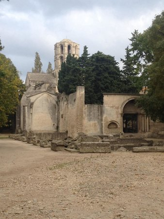 Les Alyscamps : The chapel