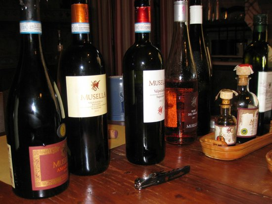 Musella Winery & Country Relais: Wine tasting