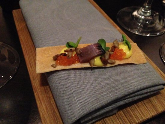 Bhoga restaurang: Snack with sunflower in different ways and roe.
