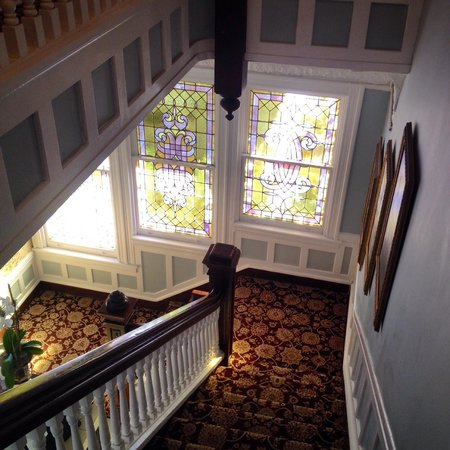 Park View Guest House: beautiful stained glass windows