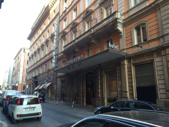 Hotel San Remo: Front of hotel