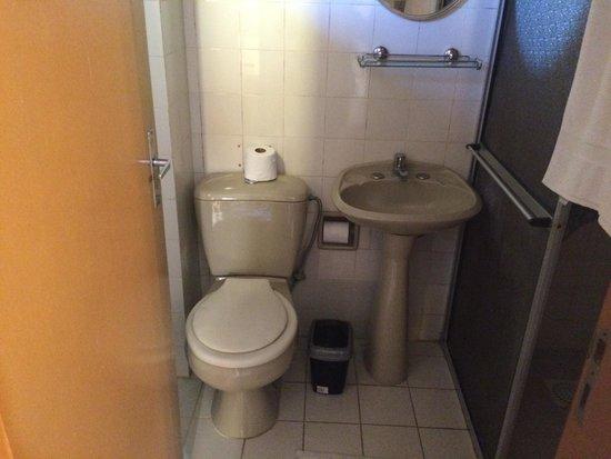 Banheiro com chuveiro elétrico verão/inverno