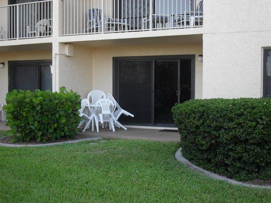 Canaveral Towers Condominiums: patio area