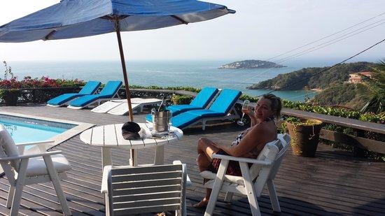 Baía do João Pousada: Deck da piscina.