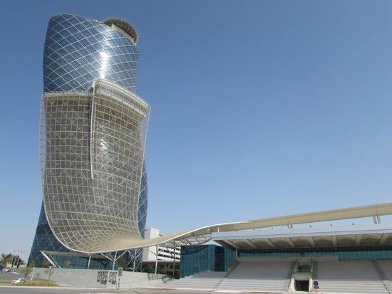 18 Degrees: Arquitetura arrojada para alojar um dos melhores restaurantes dos Emirados