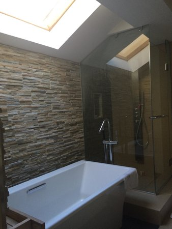 Villas of Grand Cypress : Heavenly bathroom with skylight!