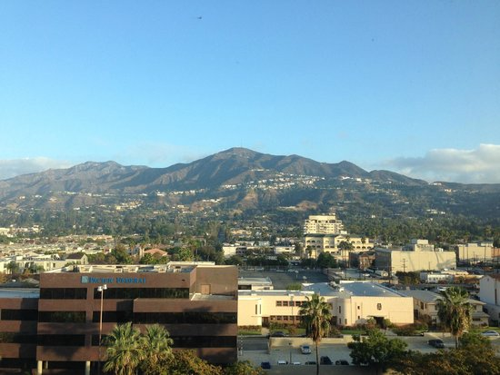 Hilton Los Angeles North / Glendale & Executive Meeting CTR : 8th floor room with a great view.
