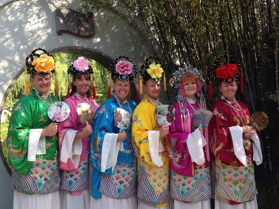 ‪‪Chinese Garden of Friendship‬: Beautiful costumes‬
