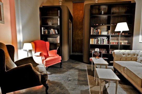 Cafe Te Quiero: Biblioteca