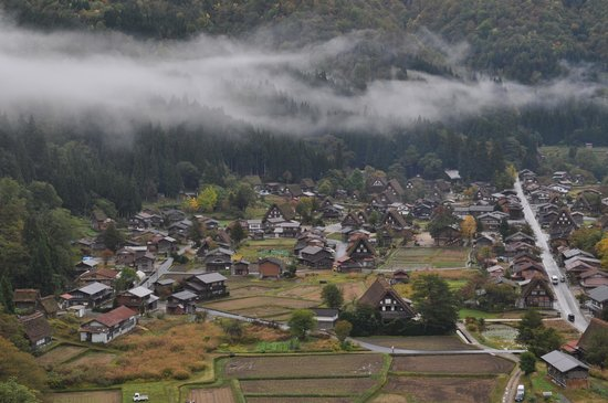 Isite Takayama - Day Tours : Shirakawa-go from a lookout