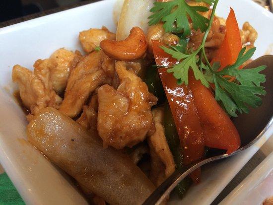 Pollo salteado salsa bangkok cafe