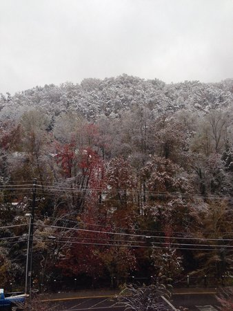 Hilton Garden Inn Gatlinburg Downtown : View from room 401(with snow)