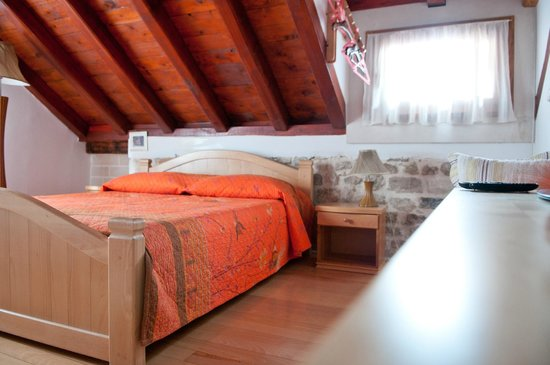 Salvezani Apartment: bedroom in attic space,app.1