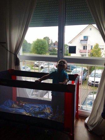 Airport Regentpark Hotel : Doppo il mio figlio si può vedere anche la vista dalla camera