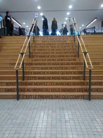 Museum of Contemporary Art: Les marches ont tant à dire.