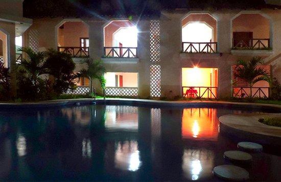 Restaurant y Hotel Calakmul: hotel ground