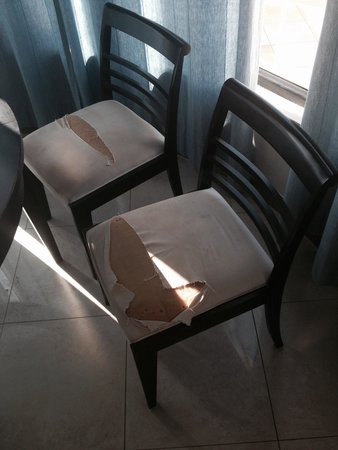 Riviera Park Apartments: Terrible furniture needs good cleaning