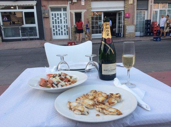 Restaurante La Barraca: En verano disfruta de nuestra terraza