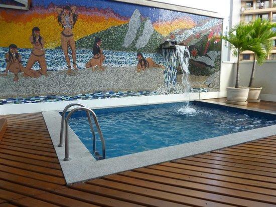 Ritz Plaza Hotel Leblon : La piscine de l'hôtel