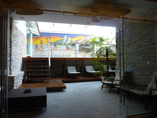 Ritz Plaza Hotel Leblon: Vers la piscine