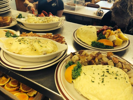 Bette's Place : Fresh Dungeness Crab omelets, Benedicts Or Crab Louie's