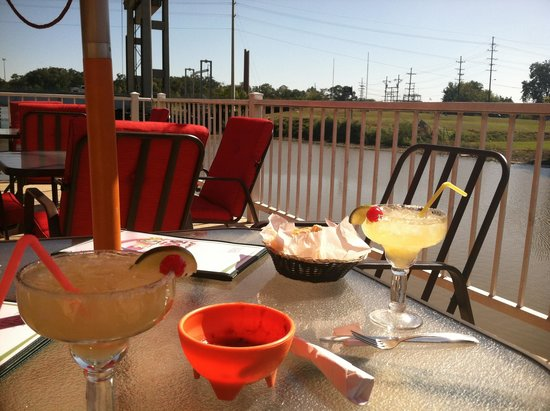 Mexico Lindo: Drinks overlooking the bayou