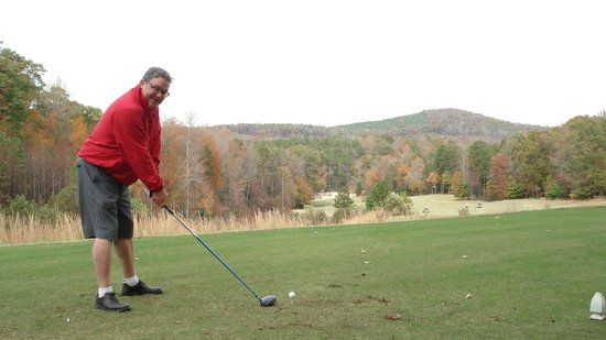 Tot Hill Farm Golf Club: Tee shot into the abyss...
