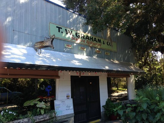 T.W. Graham & Company Seafood Restaurant: Nice Low Country relaxing restaurant