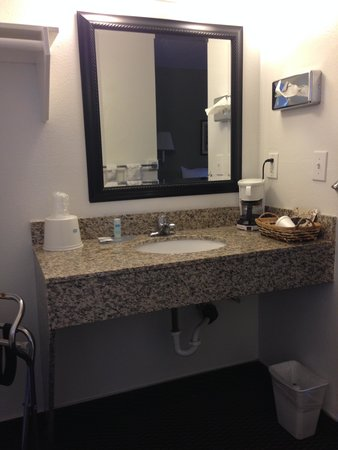 Rodeway Inn & Suites: New Granite Vanity
