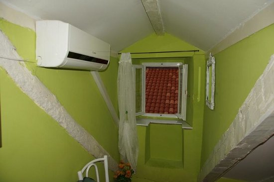 Nives Racic's Apartments: Aspecto do quarto