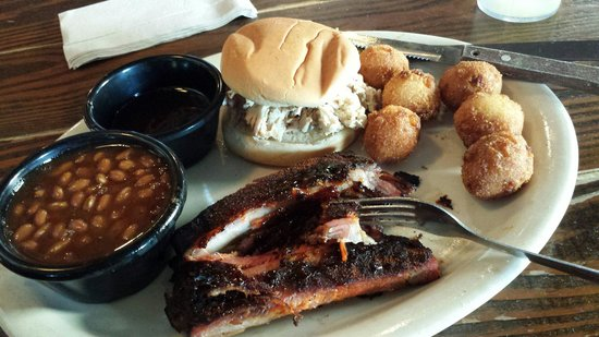 Sticky Fingers: Combo plate... yummy!