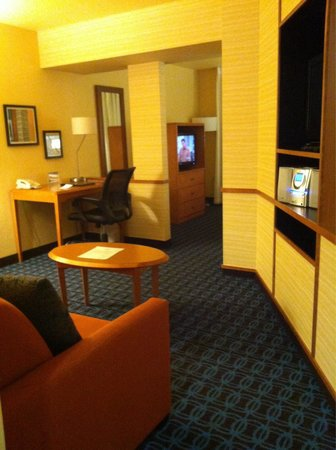 Fairfield Inn & Suites Yakima : Sitting room, looking towards bedroom.
