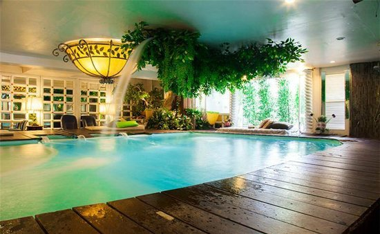 Diamond City Hotel: Indoor Pool
