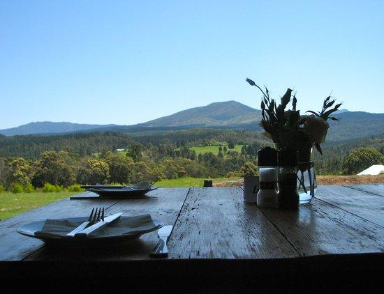 Bistro Celeiro: Table with a view over the Outeniqua mountains