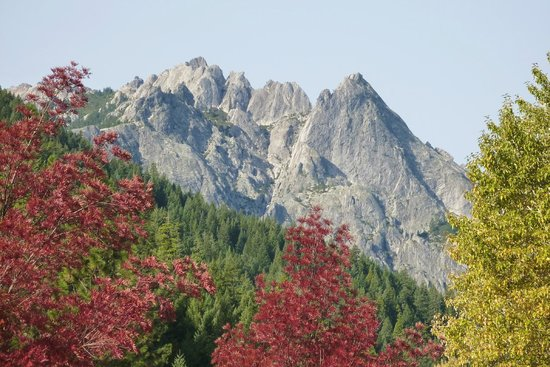 Castle Crags State Park : View of Castle Crags from Railroad Park, Dunsmuir