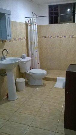 Blue Jay Lodge: Baño con un closet modular