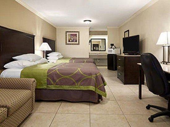 Super 8 - Mcallen/Downtown: 2 Queen Bed