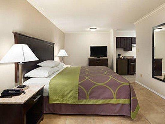 Super 8 - Mcallen/Downtown: King Suite