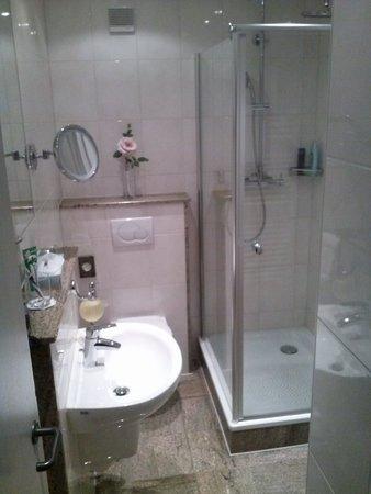Hotel Coellner Hof: Das Bad im Einzelzimmer