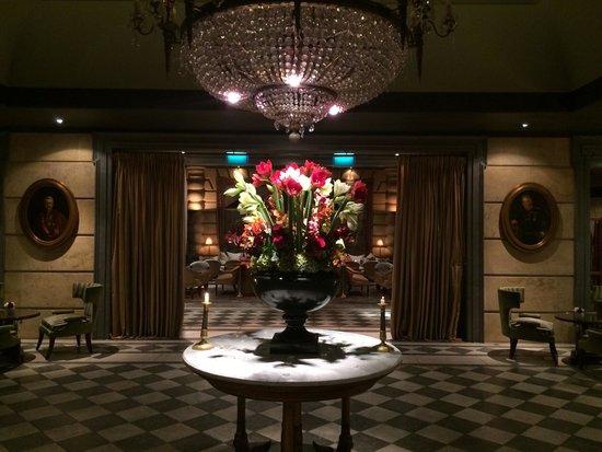 Hotel Metropole Monte-Carlo: Холл