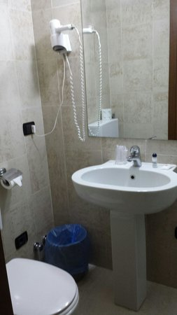 Hotel Aurora: Bagno