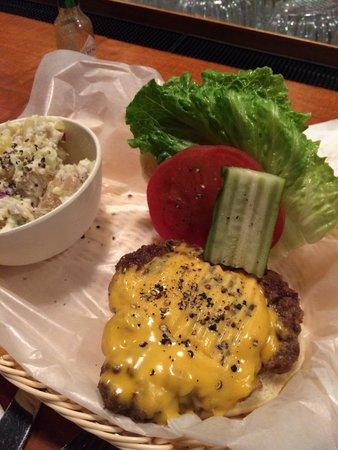 Frankie's Bar & Grille : Great Burger!