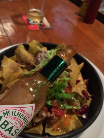 Frankie's Bar & Grille : Spice'up those Nachos :-)