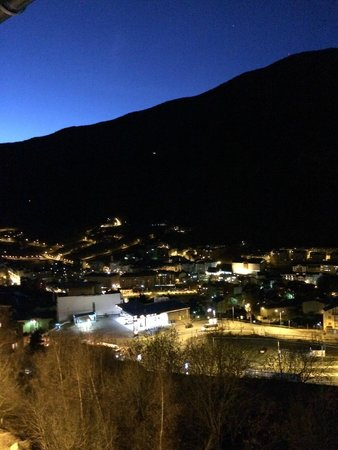 Hotel Mila : Волшебный ночной вид