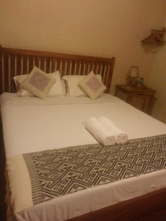 Lao Lu Lodge: King Size bed